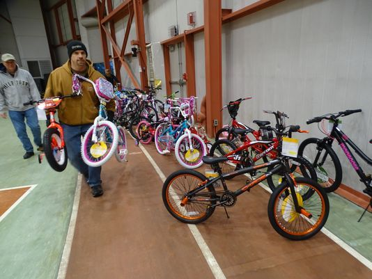 Bikes Toys For Tots Or Bust : Whirlpool tool makers donate bikes to needy children bl