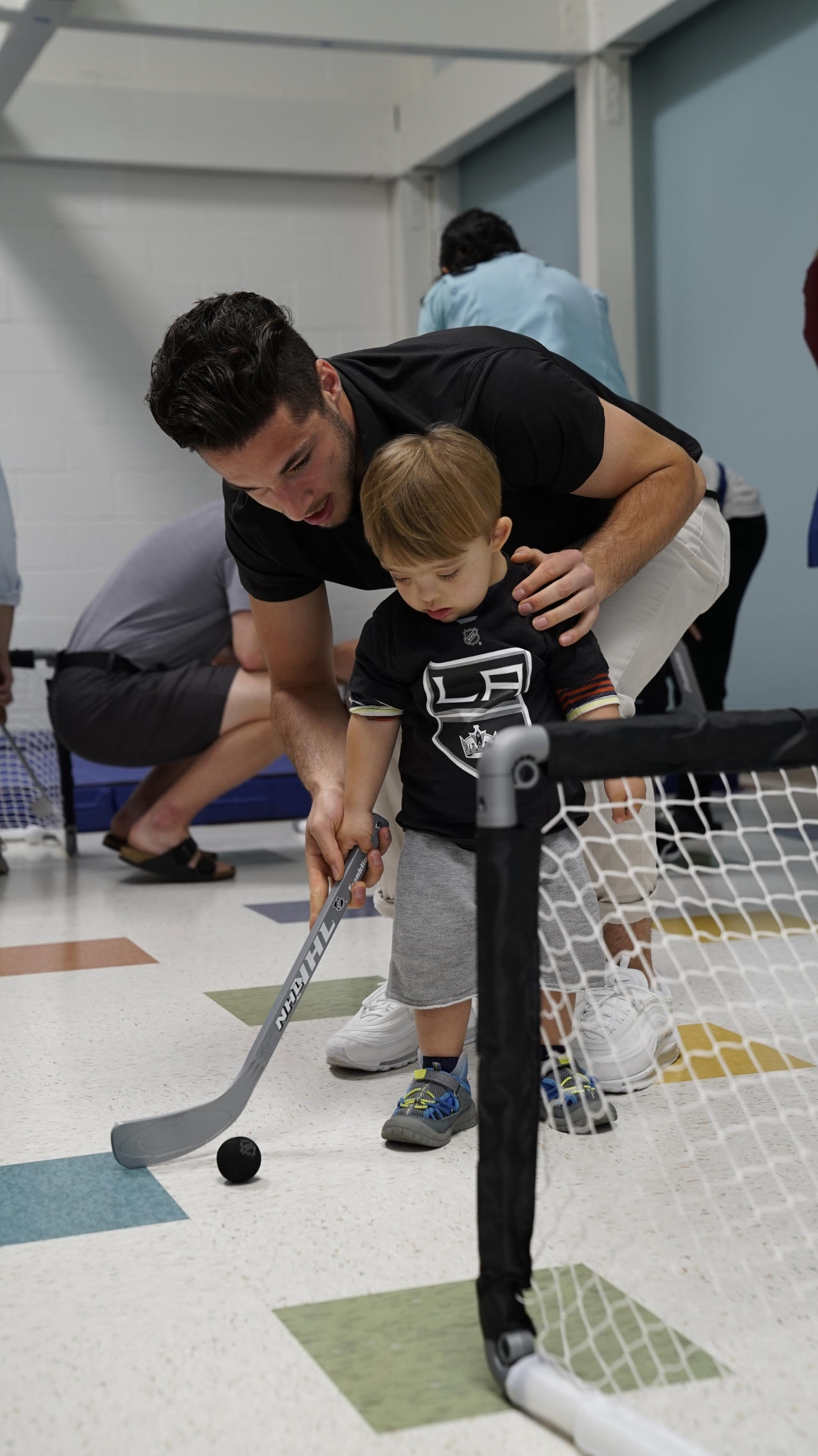 LA Kings Visit Patients at Pediatric Therapy Network