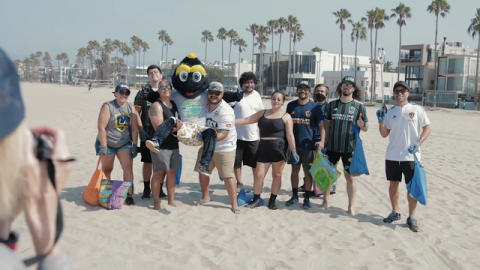 LA Galaxy Team Up With Surfrider Foundation to Host Beach Cleanup at Venice Beach, Calif.